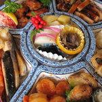 ユミズ ヤム ヤム - 左~:鰤塩焼、大エビチーズ、イカ松傘焼、エビチリ、ホタテバター、サザエ壺焼、豚ロール揚