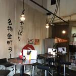 金町製麺 - 丸テーブル席