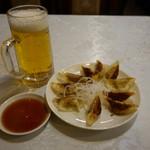 夜来香 - 2017.02 餃子と生ビールのセット(700円)