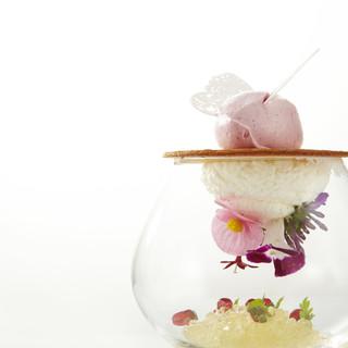 ワイングラスの中にお花の咲いた、スペシャリテAir(エール)