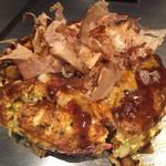 鉄板台所 かちゃぐり屋の とっとき - お好み焼き、豚と玉子にチーズトッピング