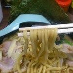 横浜家系ラーメン 町田商店 - モチモチ麺