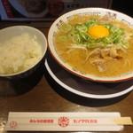 ヒノマル食堂 - 肉そば950円(税込)、ライス無料