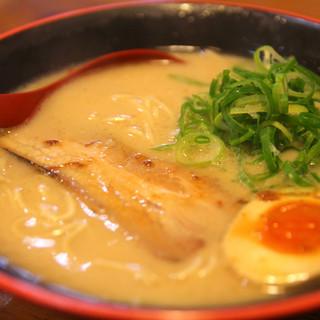 スープのベースは清湯(チンタン)と白湯(パイタン)の2種類