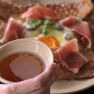 ブルターニュ地方のりんご文化が育んだ微発泡酒「シードル」