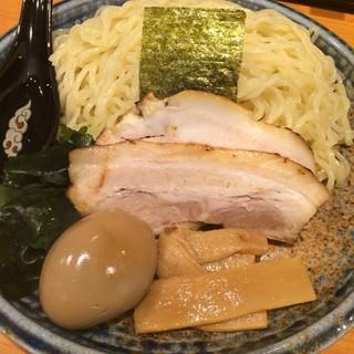 北海道らぁ麺 ひむろ - 味噌ダレつけ麺の麺と具材。 旨し。