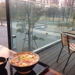 丸亀製麺 - セントラルパークを眺めながら