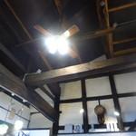 古民家cafe ほっこり - 天井が高く梁が素敵