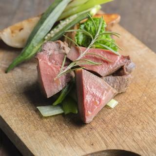 熟成肉やジビエ、肉の個性に合わせたシェフこだわりの火入れ