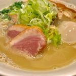 63190309 - 鶏白湯の味玉醤油らあめん【料理】