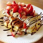 メープル ハニー - リコッタチーズのパンケーキ(フレッシュベリーと生クリームチョコレート)