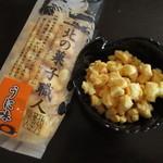岩塚製菓 - うに味 390円 (2017.1)