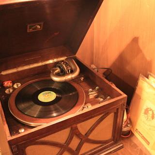 1931年製の蓄音機