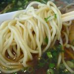 63192665 - 「天然魚介醤油ラーメン」自家製の中細ストレート麺