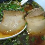 63192669 - 「天然魚介醤油ラーメン」バラ肉チャーシュー