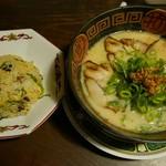 ぽっぽや - 白みそとんこつラーメン、焼きめしセット(920円)