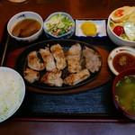 おかん - 料理写真:トンテキ定食(650円)