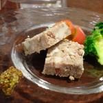 ISHIDA - ◆パテドカンパーニュ・・お肉やレバーなどで作られているのですが、食感がソフトでクセがないですね。