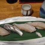 63195394 - 地魚寿司盛り750円と高知の司牡丹680円