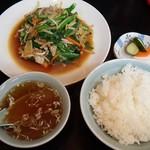 ラーメン春香 - 肉ニラ定食850円