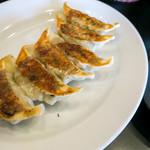 らーめん 雷蔵 - 餃子も美味しい。