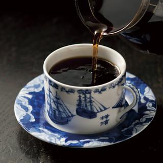 熟練の技で煎れるハンドドリップコーヒー