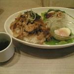 ハナズ カフェ - 料理写真:プレートランチのポークジンジャー丼