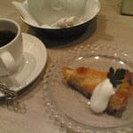 ハナズ カフェ - デザートセットはオレンジのタルト