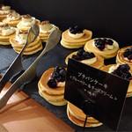 ジェイエスパンケーキカフェ - ミニパンケーキ2種@作り置きで冷えています