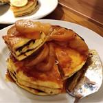 ジェイエスパンケーキカフェ - フレンチパンケーキ(キャラメルアップル)@アップルおいしい。こちらもシロップがもう少し染みててほしい