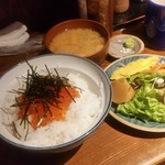 酒処きずな - ランチ「はこだてのイクラ丼 (700円)」