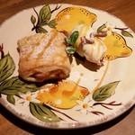 ピッコラ・フェリーチェ - ストゥルーデルとシナモンアイス   北イタリアのアップルパイです