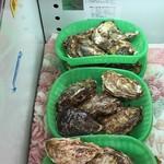 かき小屋 - 特選殻付き牡蠣5個1200円
