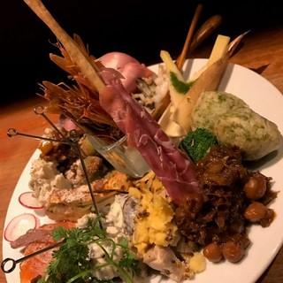 三大名物①ドーンと前菜20種盛盛り合わせ!!!