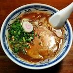ラーメン・餃子 ハナウタ - 豚骨アジ節・醤油(650円)