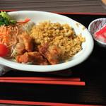 とりうめ食堂 - 料理写真:ドライカレー&唐揚げ