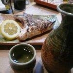 栄寿司小吉 - カマ塩焼きと燗酒