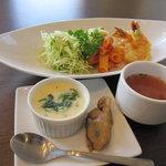 ユミズ ヤム ヤム - 本日のランチ  メイン:エビマヨ、トマトスープ  前菜:茶碗蒸し、牡蠣の煮物