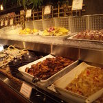 THE BUFFET STYLE SARA - 料理が並んでます!