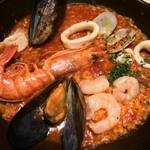 オイスター&ワイン ペスカデリア - 魚介のトマトカルドソ