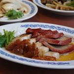 63212085 - 叉焼と皮付き豚バラ肉