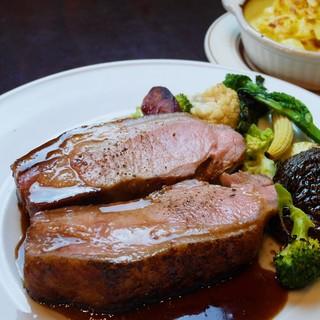 定番からジビエまで、幅広く楽しめる肉料理