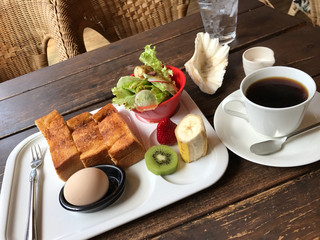 マハロ カフェ - 前回と同じトースト タマゴ サラダ フルーツモーニング