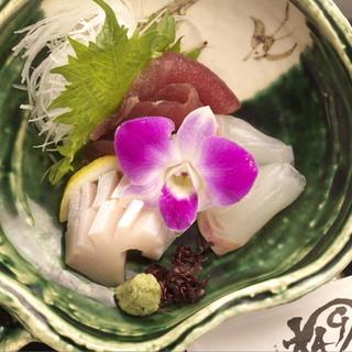 ★毎日仕入れる新鮮な魚に舌鼓-。旬の海の幸を堪能-。