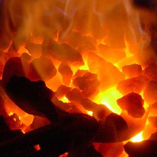 厳選された豆は香黒炭(コークス)で焙煎