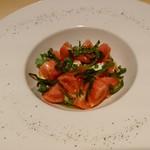 63217269 - モッツァレラチーズと美味しいトマトのサラダ\1800