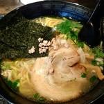 63219764 - 塩ラーメン太麺バージョンの「海」
