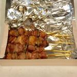 黄金の串 - 室蘭焼き鳥1本、160円です。
