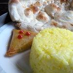 インド料理専門店 ケララハウス - ナン ライス 野菜のサモサ