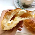 ダズン フォー - チーズ入りフランスパンの生地はもっちりとしていて空気を含んだ軽めの仕上がり。